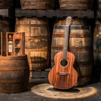 布什米尔斯爱尔兰威士忌联手Lowden Guitars推出限量版吉他