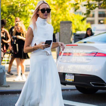 时尚易逝风格永存,当年好莱坞靠小白裙倾倒众生,如今周冬雨娜扎都在穿!