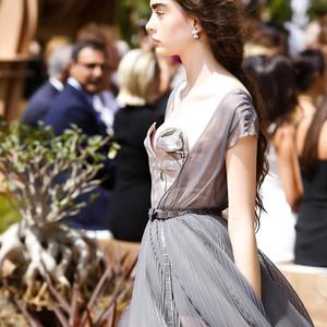 """谁是世界上最优雅的""""Lady Dior""""?用70年高订打动全世界的女神!"""