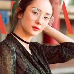 透明眼镜好时髦,我要画一个机灵妆相配!