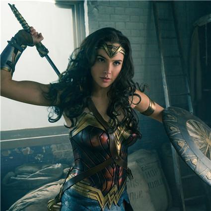 怀着二胎拍打戏,20岁就服兵役,神奇女侠戏外活成了自己的英雄