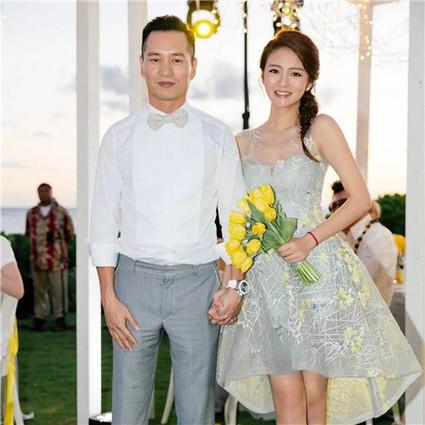 每日星范 | 安以轩 选件小婚纱做嫁衣,谁说婚纱一辈子只能穿一次!