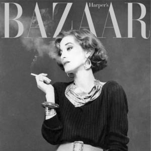 她模特兼职设计师或许没什么稀奇,但是没有她,就没有震惊世界的吸烟装!