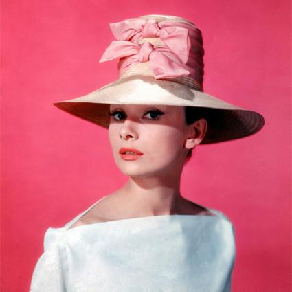 书呆子也能变超模?这个《甜姐儿》的每一套衣服都是纪梵希量身定制, 半世纪后仍是女孩们的穿衣典范!