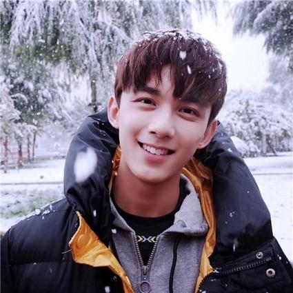 吴磊看初雪晒美颜,黄子韬小精灵系列有趣又有毒,明星在微博故事中撒欢到停不下来!