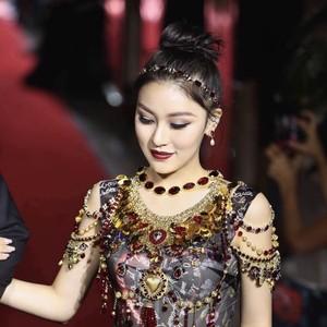 名媛少女Natasha再登T台,东方面孔与Dolce&Gabbana撞出火花!