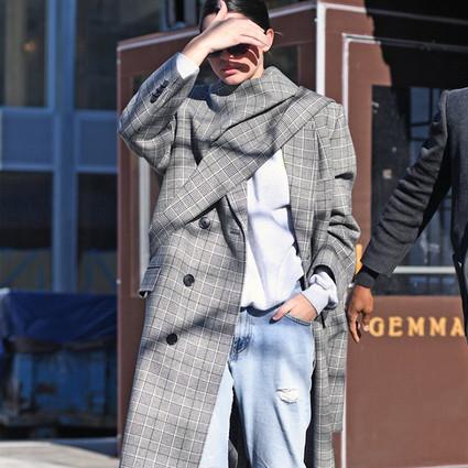 看到灰色大衣就忍不住下手,因为想和周冬雨一样看起来高挑又显瘦