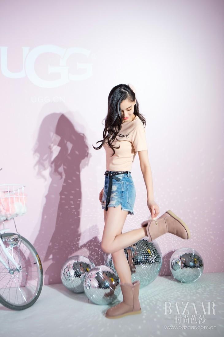 格式工厂杨颖Angelababy在活动现场演绎伊琳娜球球靴