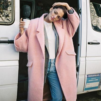 倪妮刘亦菲的水粉大衣,你现在不穿等80岁穿?