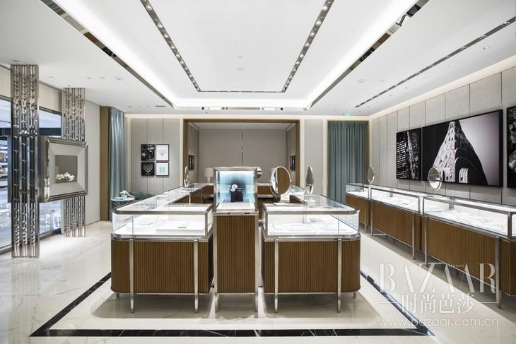店铺设计承袭蒂芙尼纽约第五大道旗舰店的设计风格