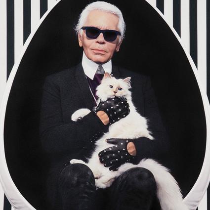 减肥90磅就为穿上一套衣服,时尚圈传奇Karl Lagerfeld做到了!原来成就大事的人靠的就是坚持。