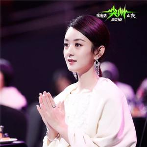 范冰冰真空露背性感十足,李宇春周笔畅首唱新曲再同台!
