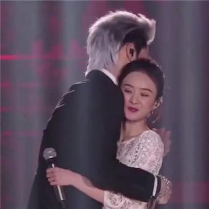 吴亦凡赵丽颖拥抱,李易峰浴袍4.0抢镜,没参与跨年的沈月竟成最大赢家!