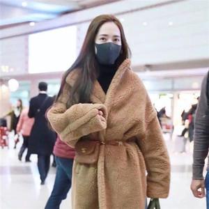 """郭碧婷戚薇热巴抢着穿的外套打败了羽绒服,今年冬天就是流行裹成个""""熊""""!"""