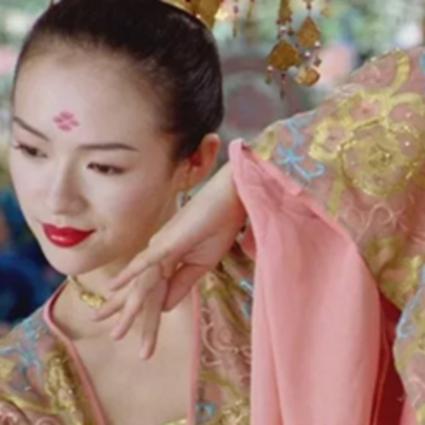 章子怡15岁跳舞灵动可爱,舞蹈可能是每个仙女的必备技能!