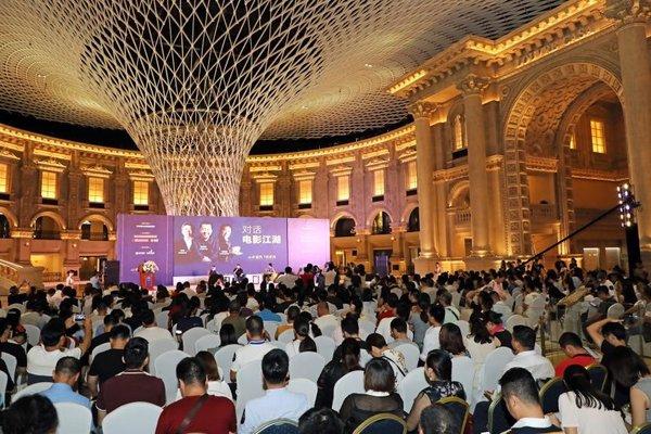 《从中国到好莱坞 -- 国际电影大师共话中国电影发展》论坛在罗浮宫星座广场举办