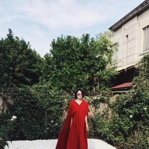 天后王菲端着酒下场走秀,时尚圈这样又美又任性的秀还是头一场!