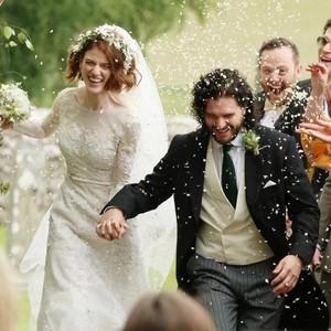 雪诺和火吻在城堡举行婚礼,《权利的游戏》全剧组都来了!