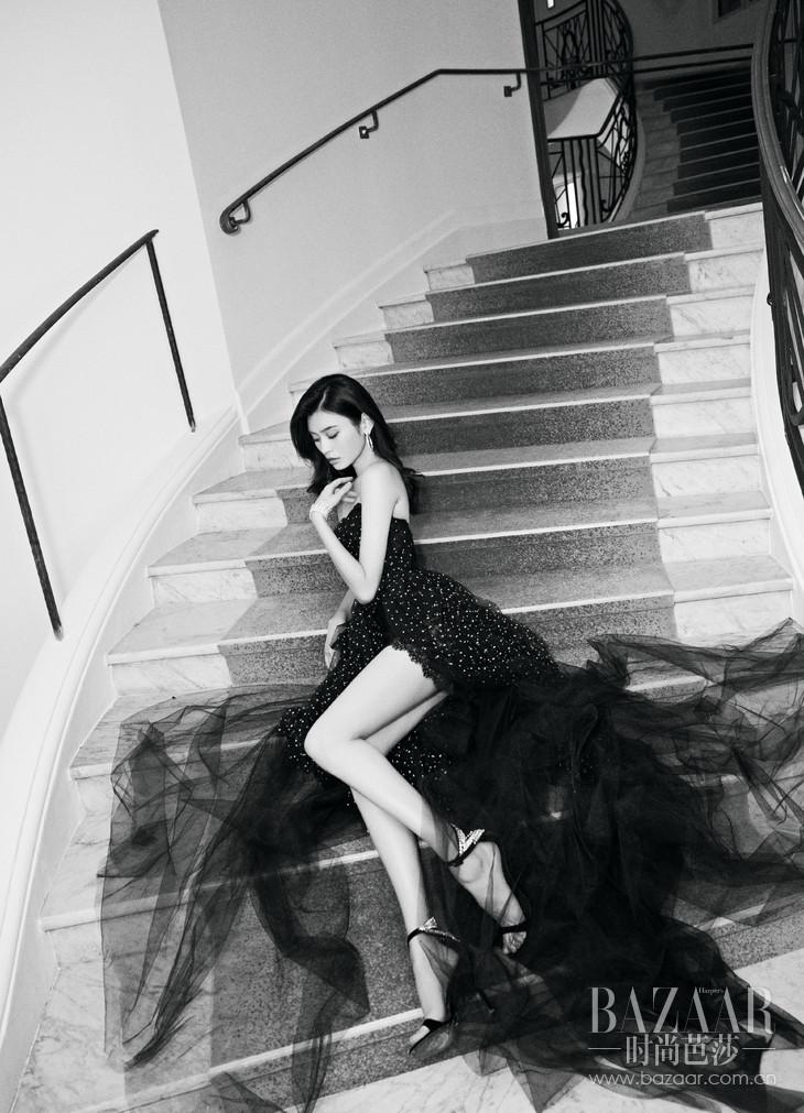 【新闻图片1】奚梦瑶身穿Ermanno Scervino黑色高定礼服裙