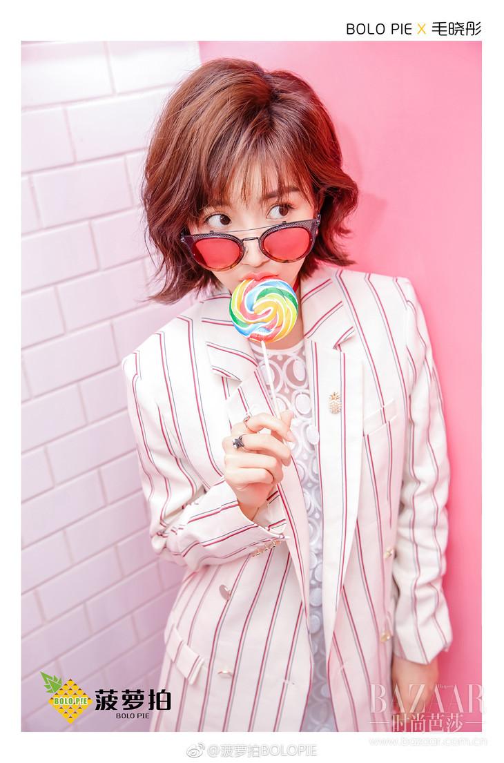 毛晓彤身着ba&sh Fedor Jacket西装外套,展现清新、甜美与帅气