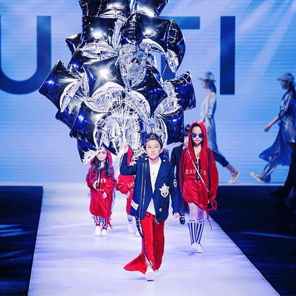 "U/TI&秀未来""时尚小大人偷穿妈妈衣柜""主题系列发布,时尚要从娃娃抓起,再不跟上你就要被甩尾了!"