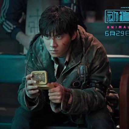 """李易峰竟然被""""绑架""""去地下停车场参加了一场发布会?"""