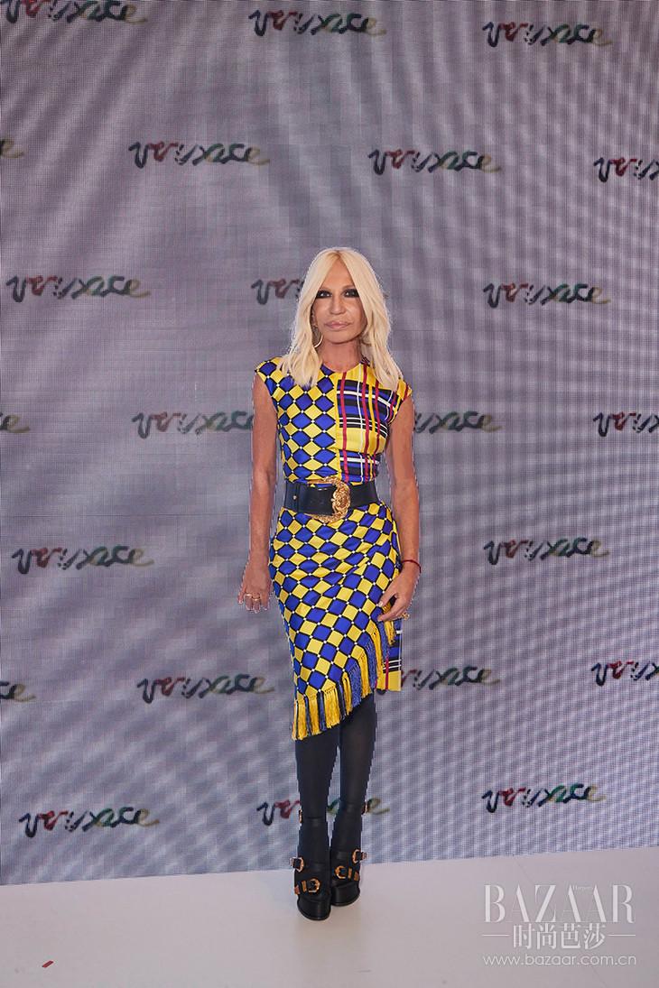 3. Versace 艺术总监 Donatella Versace 女士