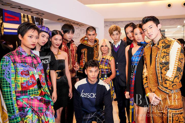 23. VERSACE艺术总监Donatella Versace与模特
