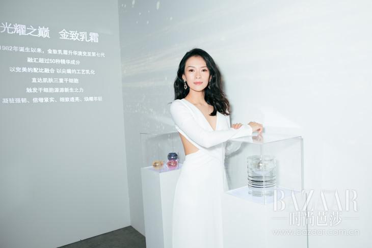 06.CPB肌肤之钥全球品牌大使章子怡参观互动体验展区