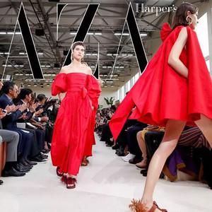 Valentino用縹緲云裳,帶你實現一個行云流水般的烏托邦世界