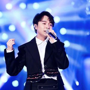 """36岁的吴青峰依旧是""""宝藏男孩"""",这个新人歌手让我们惊喜连连!"""