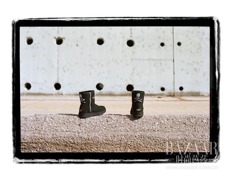 3. 黑色UGG x MASTERMIND WORLD 经典迷你靴