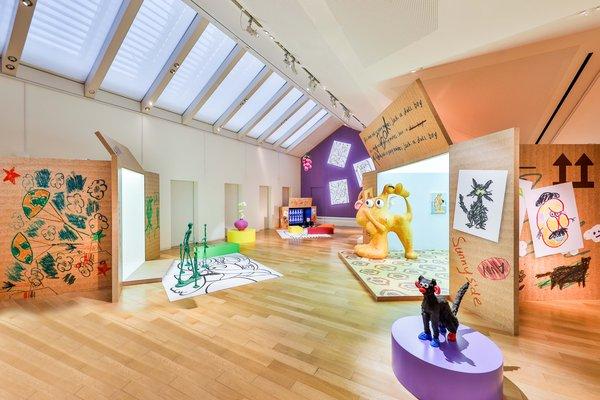 一脉相承的美学故事作为橱窗概念的延续,通过《箱中奇遇》展览铺展开来
