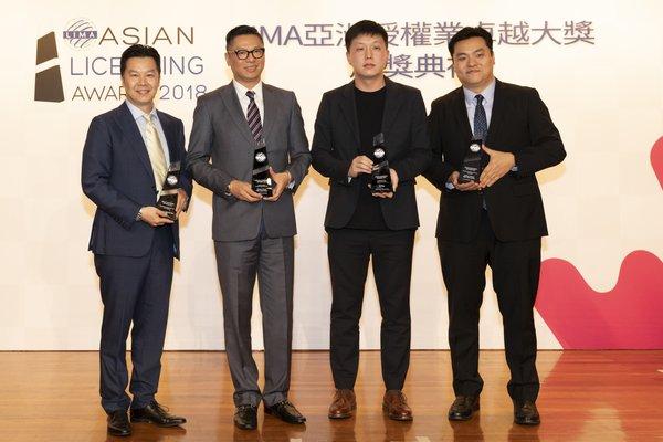 华特迪士尼公司代表及授权合作伙伴上台领奖