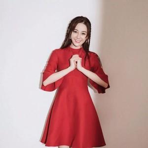 Angelababy零下20度还要穿公主裙,热巴的中国红真乖!