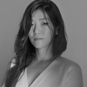 Maison Kitsuné 强化了其时装品牌的野心,并委任Yuni Ahn 为创意总监—这位南韩设计师是Céline 的前任设计总监