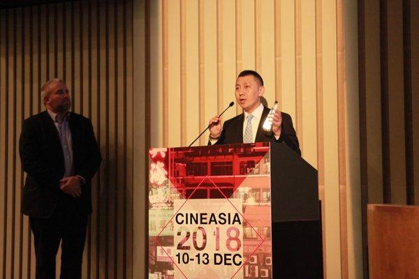 中国巨幕(CGS)公司总经理陈京民先生接受颁奖