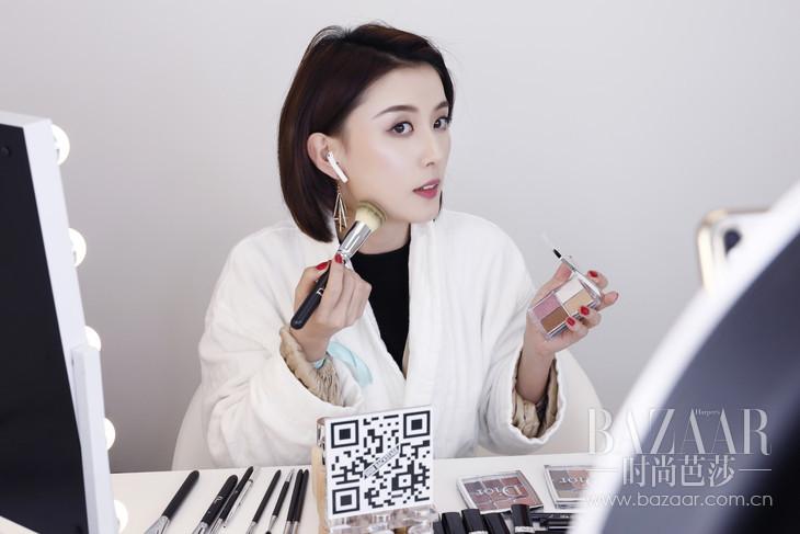 美妆博主于线上直播平台展示Dior Backstage的精美妆效-6
