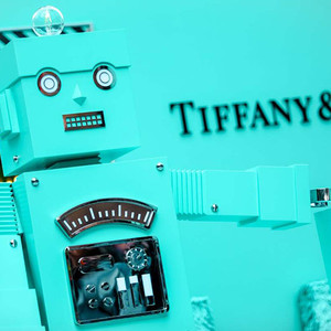 藍色禮盒奇幻呈現 摩登節日綻放夢想  Tiffany & Co. 蒂芙尼用愛點亮2019