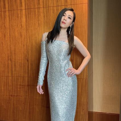 蔡健雅身穿ST.JOHN礼服长裙优雅出席音乐盛典