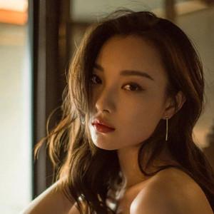 倪妮被评选为亚洲第一时尚面孔,鲶鱼系女孩终于被官方盖章了!