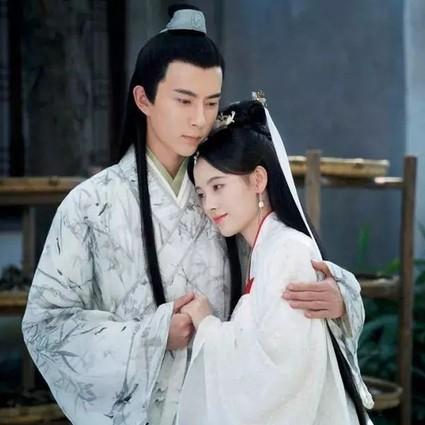 刘雯的老爹装多看一眼就放不下,秦岚穿五阿哥做的纱裙圆满了!