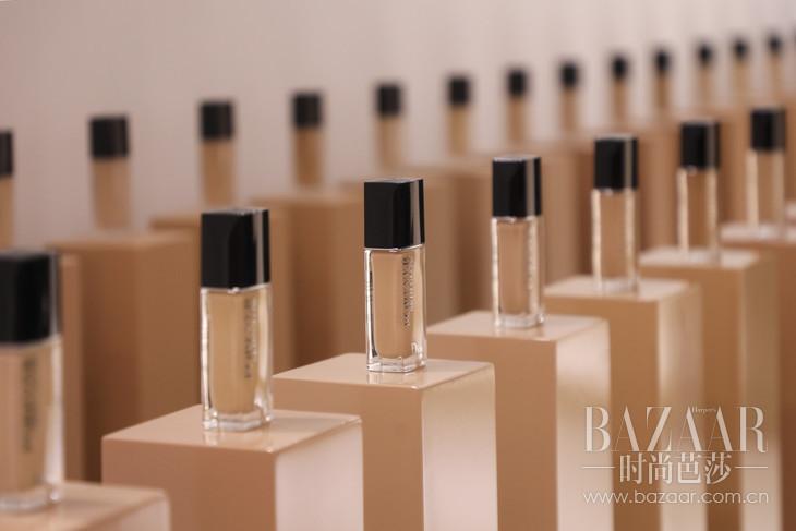 5.4. Dior迪奥凝脂恒久粉底液区域产品展示