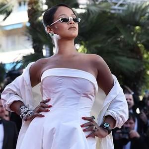 大家好,我是坐拥6亿身家、富可敌国的全球最rich女歌手Rihanna!