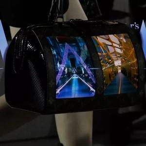 """自带屏幕的LV,把云朵摘下的BV,这些""""黑科技""""大牌包我又hold不住了"""