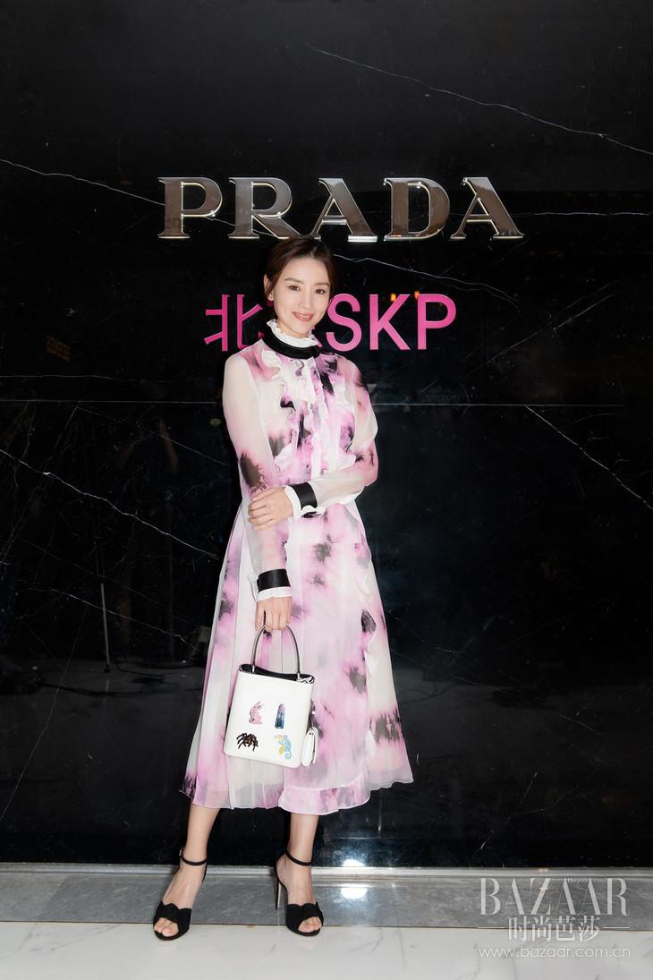 董洁出席Prada Invites系列庆祝酒会