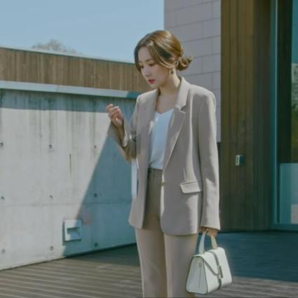 鉴定好剧的标准就看它,职场大女主们都在背的同款包包  热播剧《她的私生活》造型选题配合