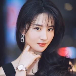 刘亦菲上演神仙落泪惹人心疼,连哭都能美成仙女的眼妆简直太能打!