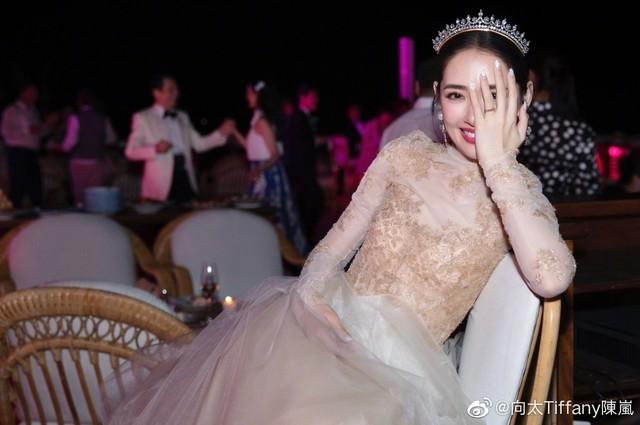 被向佐郭碧婷的婚礼照甜哭,这次的新娘美甲怎么比新娘妆还好看?!