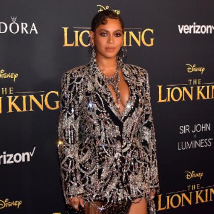 Beyoncé身着Alexander McQueen亮相《狮子王》全球首映式